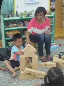 海綿積木蓋房子